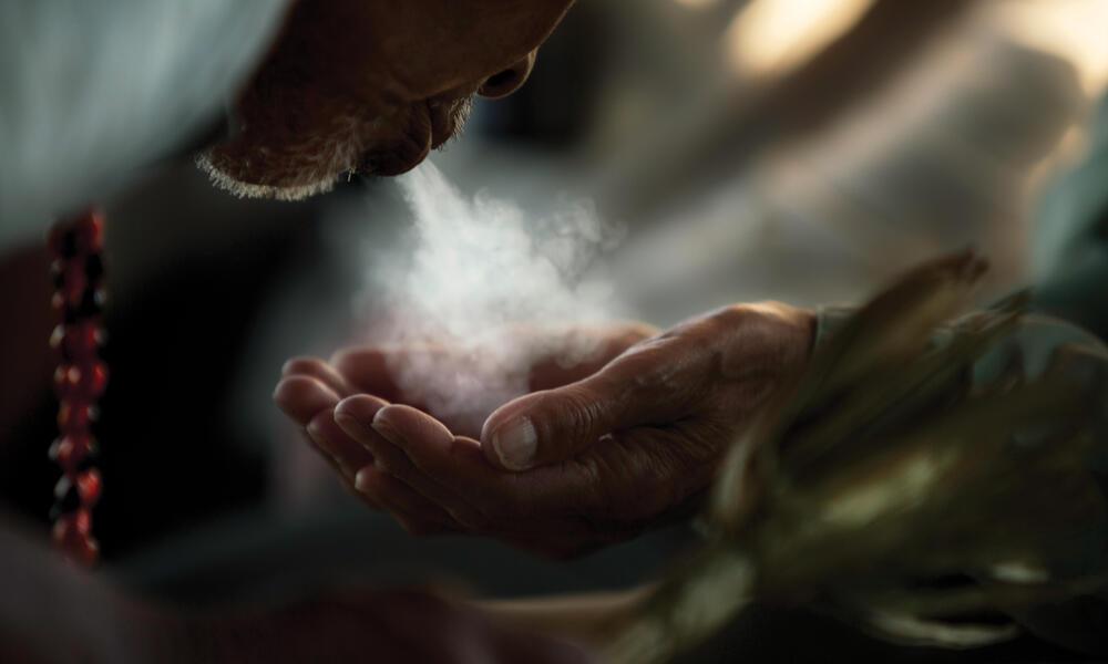 dust in hands