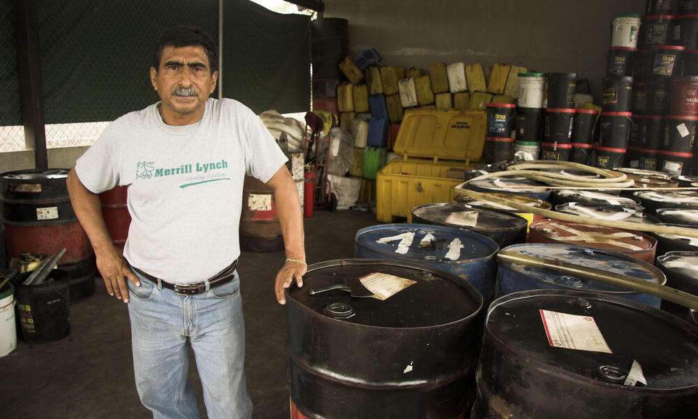 Galapagos - WWF project to recycle used oil from ships