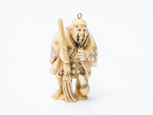 Statue made of illegal ivory