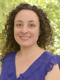 headshot of Julia Kurnik