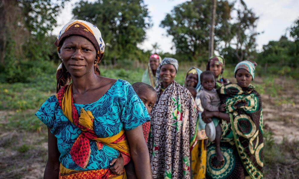 Women in Mozambique James Morgan WW272137
